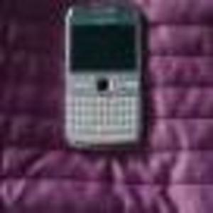Продам смартфон Nokia E72.